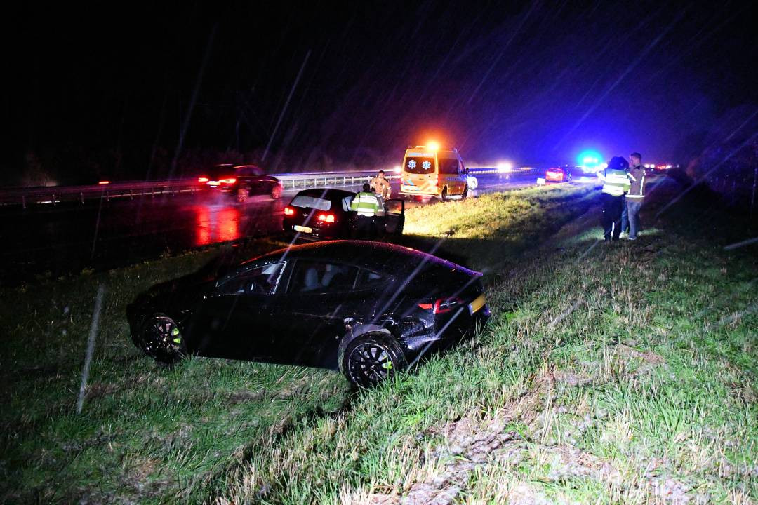 Ter hoogte van 's-Heer Arendskerke gleed een auto van de A58.