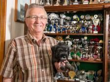 Top-hondenfokker Gerard (81) uit Hardenberg heeft na vijftig jaar zijn laatste nestje