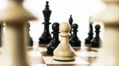 Recreatief schaaktornooi voor jong en oud in gemeentelijke feestzaal