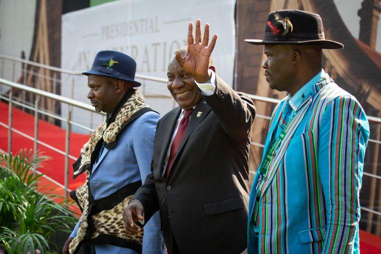Cyril Ramaphosa is vandaag beëdigd als president van Zuid-Afrika. Dat gebeurde voor ongeveer 40.000 toeschouwers in een rugbystadion in de hoofdstad Pretoria.FP)