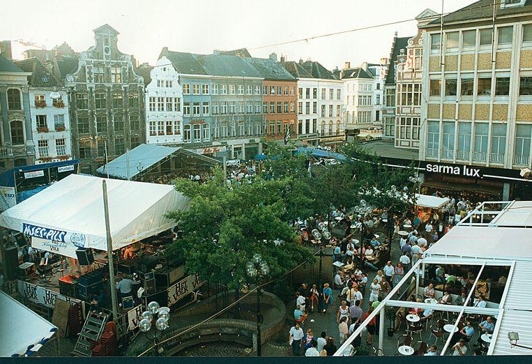 Eind jaren '80, begin jaren '90. De Gentse Feesten hebben meer weg van een buurtfeest dan van een grootschalig festival.