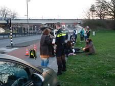 Scooterrijder botst tegen auto op Noord-Brabantlaan in Eindhoven