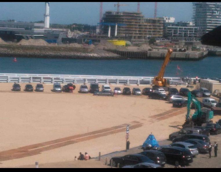 Zo'n dertig bestuurders kregen dit weekend een boete omdat ze op het strand stonden geparkeerd.