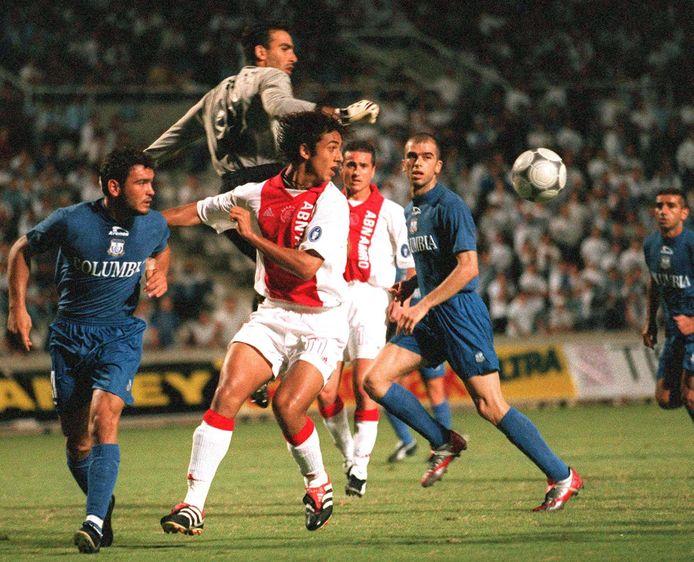 Apollon-trainer Sofronis Avgousti keepte in 2001 in de beide duels met Ajax.