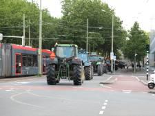 60 militairen en 25 legervrachtwagens sluiten wegen in Haagse binnenstad af om boerenprotest
