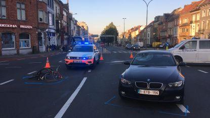 Fietser aangereden aan de Overpoortstraat