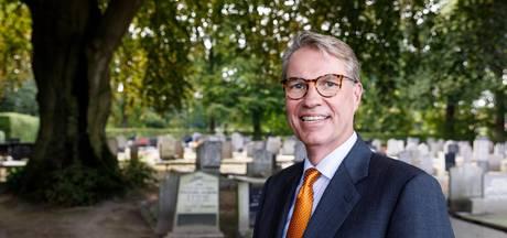 'Op de dollerooi' op toer langs begraafplaatsen