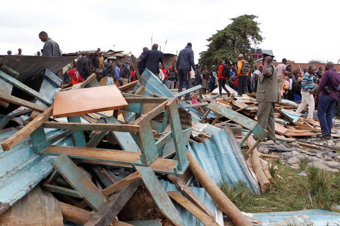 Overblijfselen van de ingestorte school in Nairobi, Kenia.