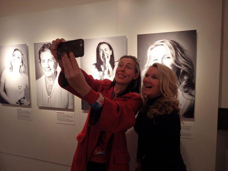 Dubbelportret van theatermaker Adelheid Roosen en Tamara Willemse, coach voor mensen met een burn-out Beeld Hans van der Beek