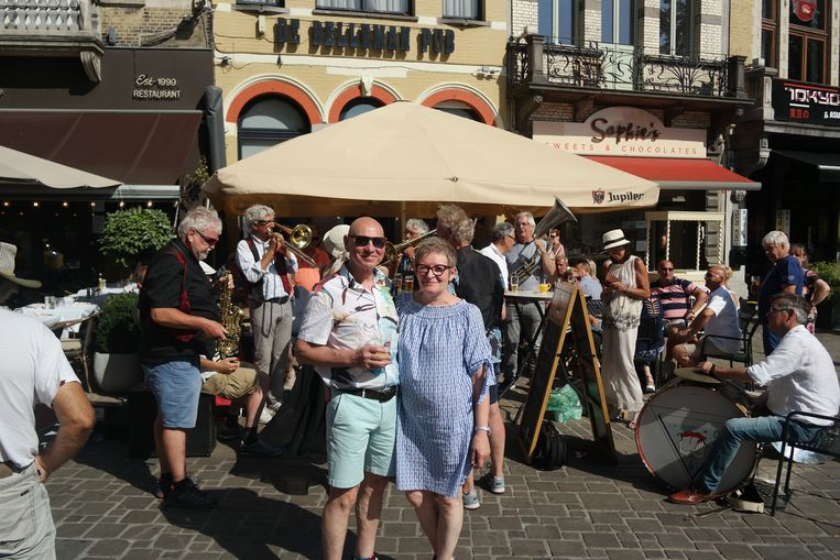Willy en Marie-Paule voor hun Belleman Pub.