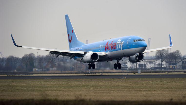 Een vliegtuig van ArkeFly landt op Schiphol. Archieffoto. Beeld ANP
