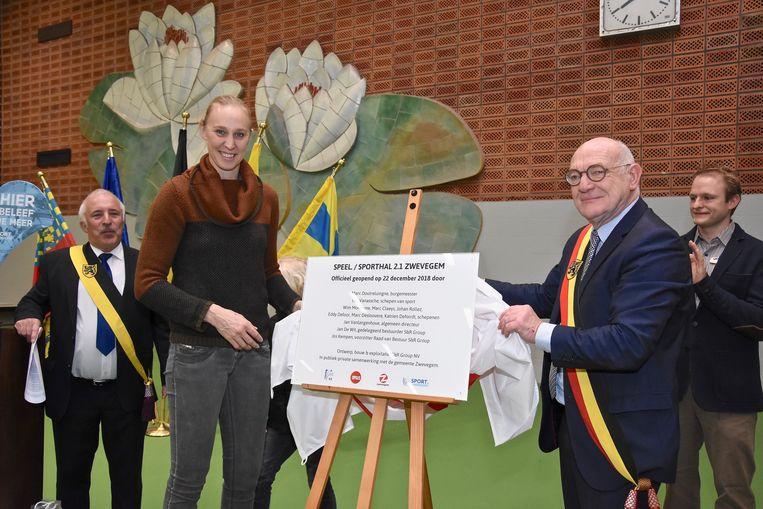 Ann Wauters en burgemeester Marc Doutreluingne onthulden de plaat