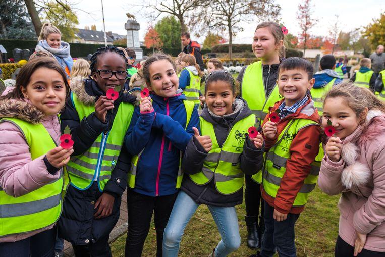 2018/11/08, Schelle, Belgium. Een aantal leerlingen lezen hun gedichten voor en alle inzendingen krijgen een mooi plekje in de vredesboom.
