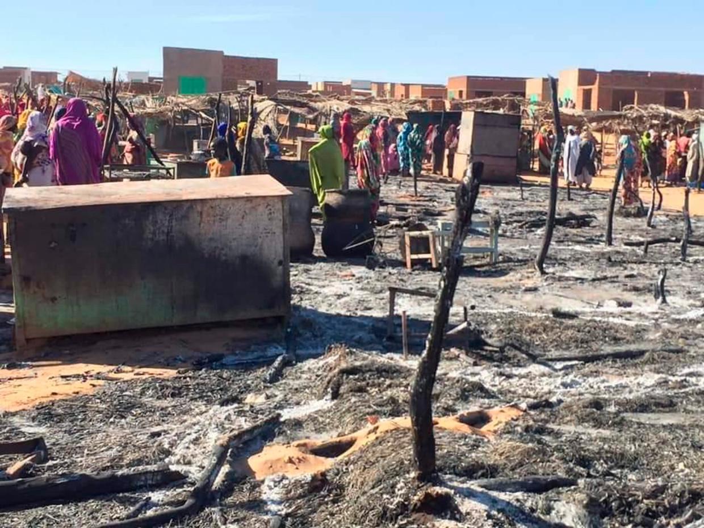 Een aanval op het vluchtelingenkamp bij de stad El Geneina in Darfur op 29 december zijn onderkomens bij aanvallen van Arabische milities in vlammen opgegaan.