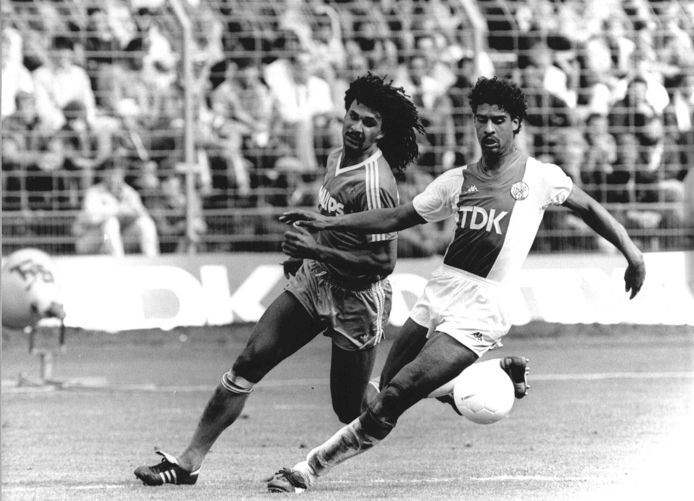 1986: Ajax-PSV. Duel tussen Ruud Gullit en Frank Rijkaard.