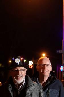 Dommelse Bergstraat weer carnavalesk verlicht