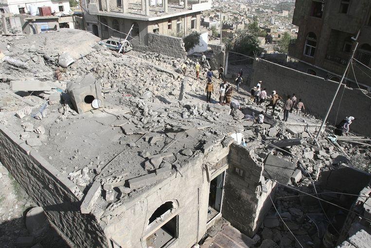 De schade na een luchtaanval op Taiz, 21 augustus. Beeld reuters