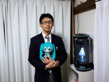 Japanse man trouwt met hologram Hatsune Miku