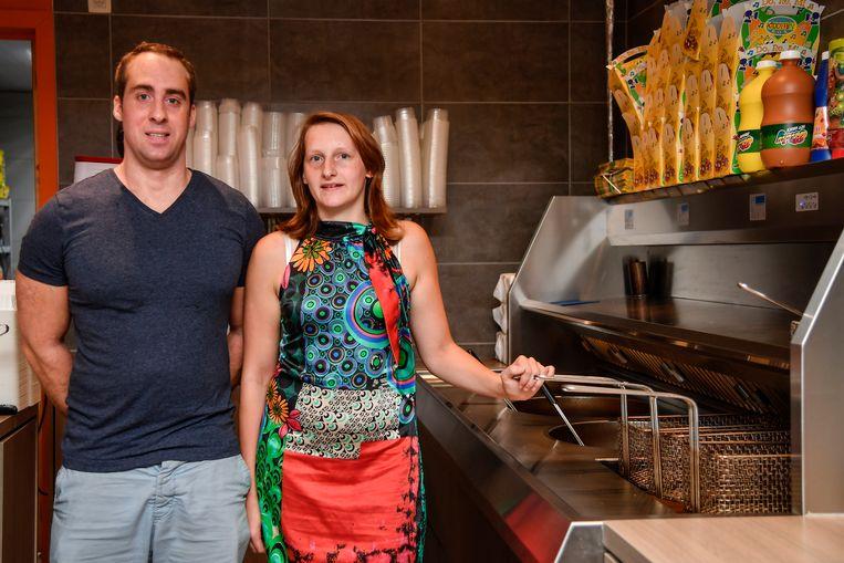 Kevin Waterschoot en Evi Puylaert van 't Frietwinkelken en 't Broodhuisje leveren voortaan aan bedrijven.
