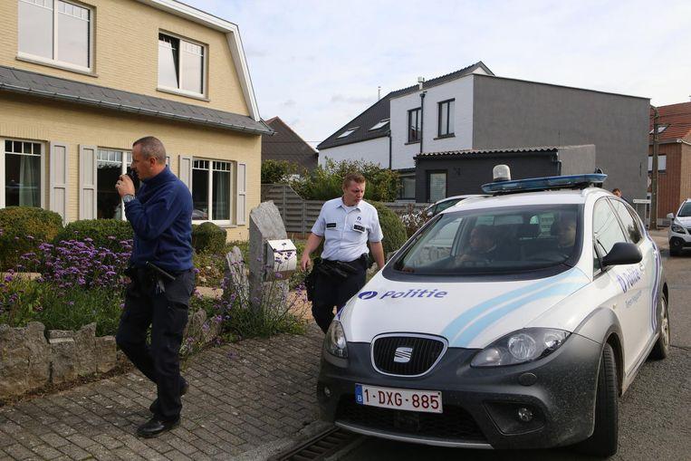 Links het huis waarin de inbrekers probeerden in te breken.