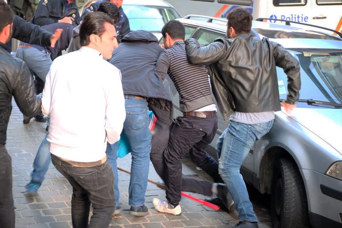 Rellen bij de ambassade in Brussel tussen voor- en tegenstanders van Erdogan