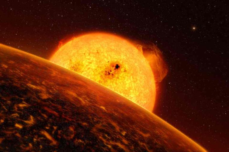 De rotsachtige planeet Corot7b, met op de achtergrond de ster waar hij omheen draait. (Illustratie ESO) Beeld