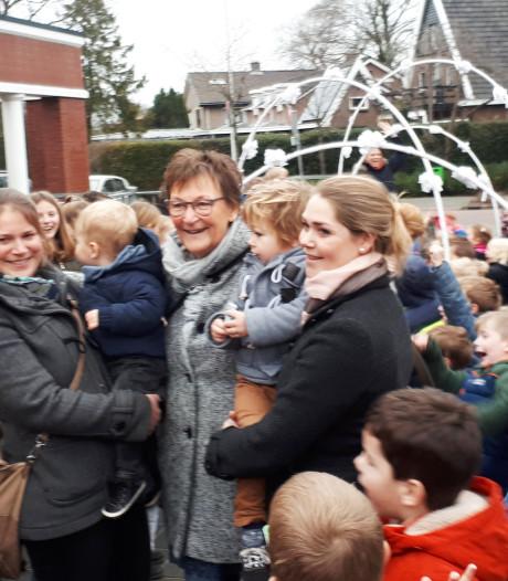 Basisschool Bergentheim zwaait juf Bernardien na 42 jaar uit