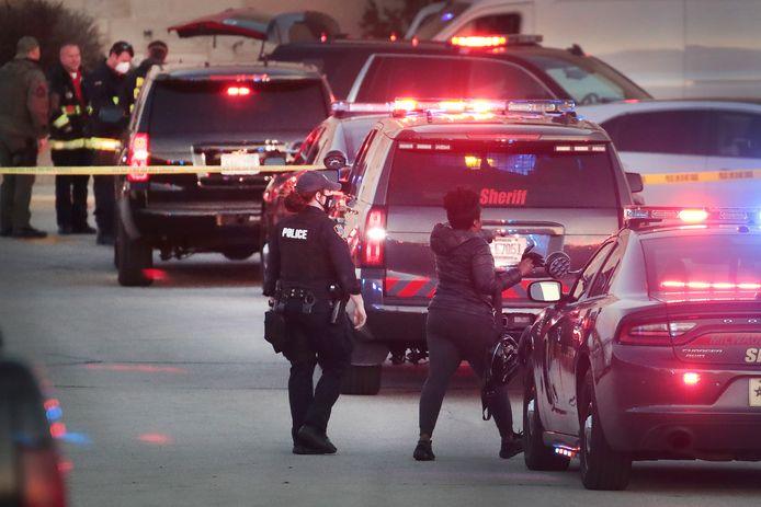 De politie was met groot materieel ter plaatse om het winkelcentrum af te zetten en te doorzoeken.