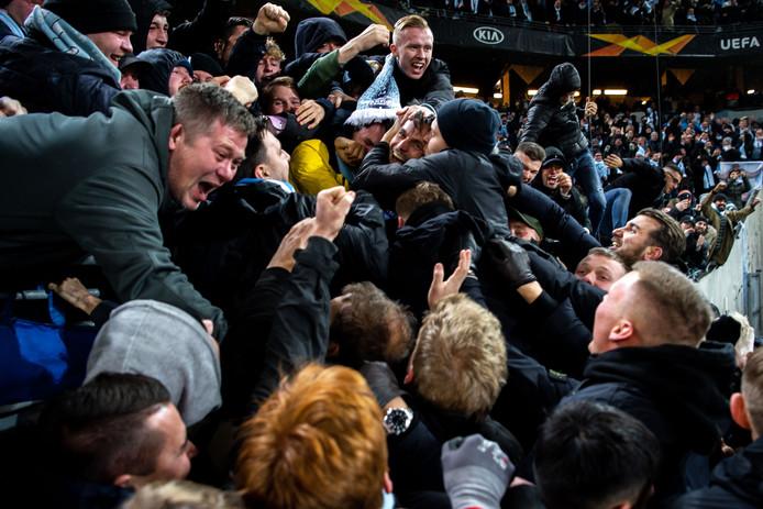 Dolle vreugde bij Markus Rosenberg en de fans van Malmö na zijn winnende goal in zijn laatste thuisduel.