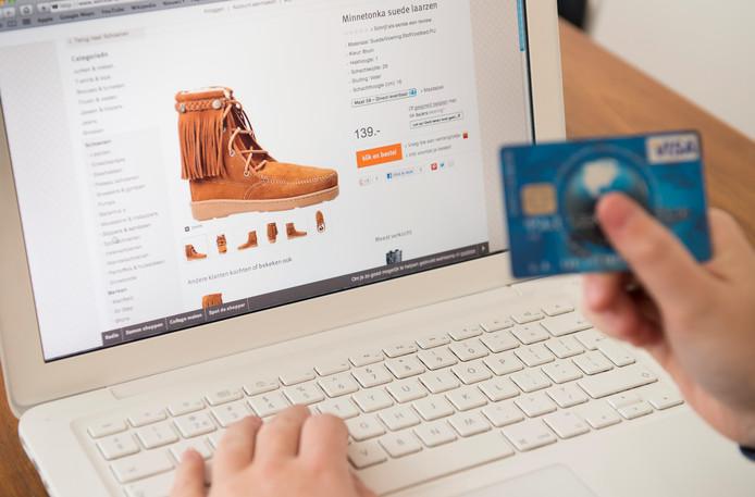 Een online aankoop resulteert nu nog te vaak in een vage afschrijving, waarbij de webwinkel niet wordt genoemd.
