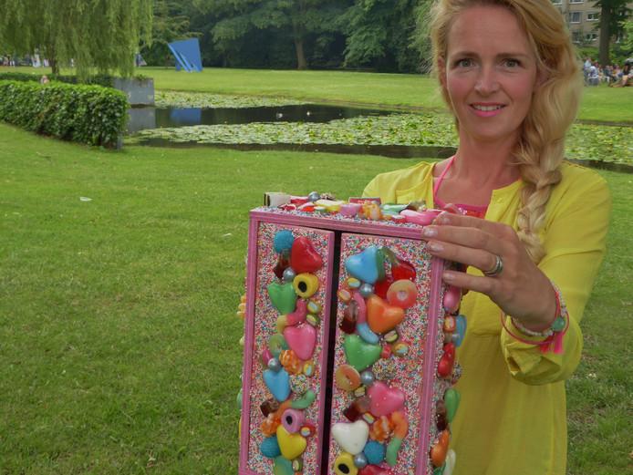 Anke Pothoven (Losser) met haar winnende inzending 'Candy Man'