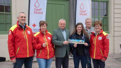 Gewichtshefster Nina Sterckx krijgt eerste Rode Kruis sticker