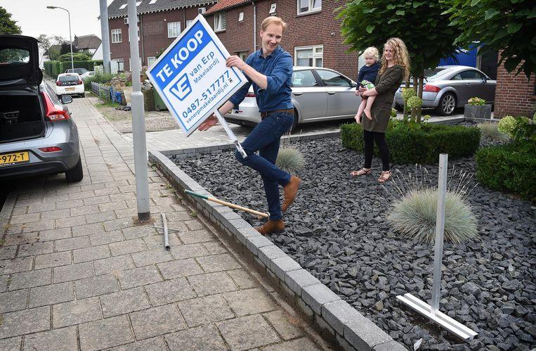 Te Koop-borden zijn een zeldzaam beeld in de straten tegenwoordig Beeld Marcel van den Bergh / de Volkskrant