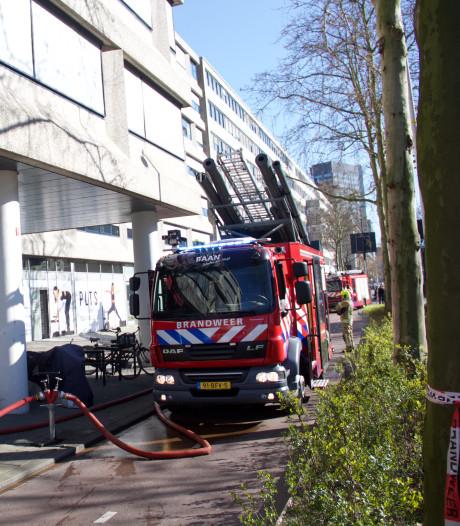 Veel rook bij brand in kantoorpand aan de Westblaak in Rotterdam-Centrum