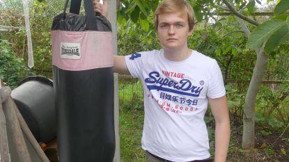 """Robbe (16) maakt furore als worstelaar én scheidsrechter: """"Mijn ambitie? Worstelen terug populair maken in België"""""""