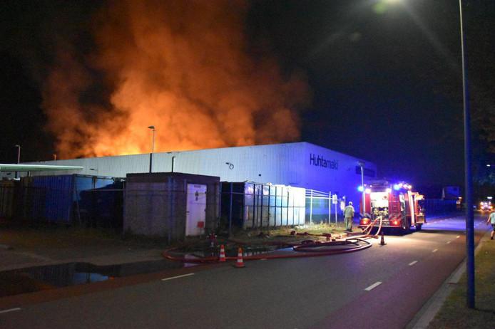 Felle, uitslaande brand bij papierrecyclingbedrijf Huhtamaki in Staphorst.
