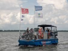 Tweede fietspontje te water gelaten op het Veluwemeer: 'Was keihard nodig'