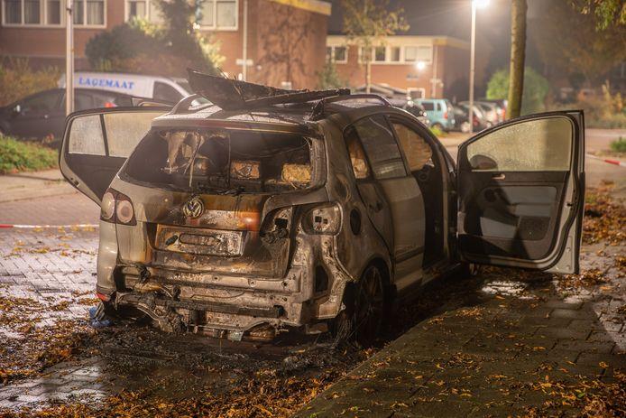 Wederom een autobrand in Deventer. Het is alweer de 37ste keer dat er een auto uitbrandt, nu aan de Koningin Julianastraat.