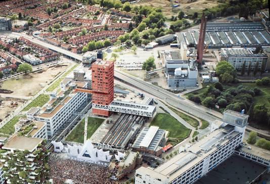 Hoogbouw op Strijp-S in Eindhoven: Haasje Over, sociale woningbouw door corporatie Trudo, in de hoogte, om skate- en BMX-hal Area 51 te sparen. Momenteel wordt gewerkt aan de toren.