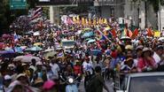 Politie zet traangas in tegen betogers in Bangkok
