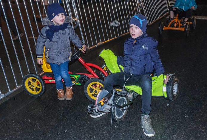 Brent (10) en Colin (4) Soete deden maar al te graag mee aan de race.