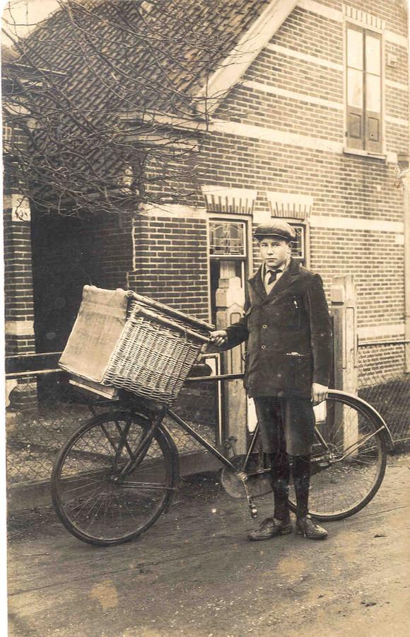 Piet Schol als bakkersknecht.