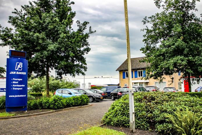 De vestiging van Jan Bakker aan de Zuiderzeestraatweg in Oldebroek.