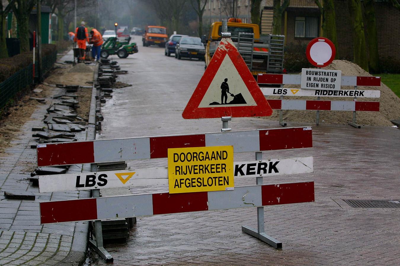 Dit beeld treft de automobilist over een maand aan bij de Geertesteeg in Rhenen.