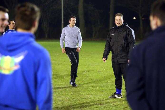 Molenschot-trainer Lorenzo Boudewijns (rechts)
