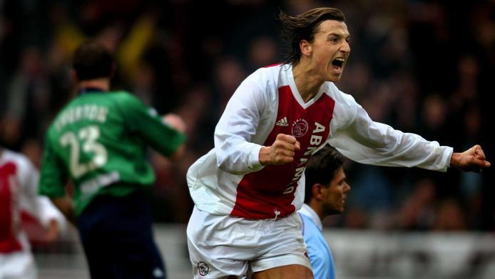 Zlatan Ibrahimovic viert de 1-0 voor Ajax tegen Feyenoord op 9 februari 2003. Het werd 1-1 in de Arena.