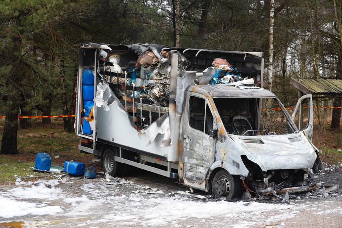 Busje met drugsafval uitgebrand in Best