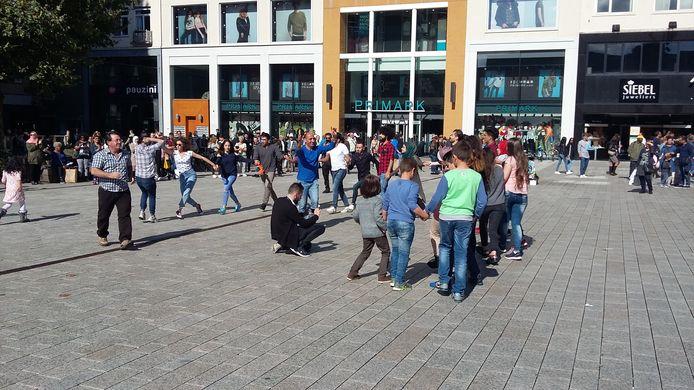 Dansende Syriërs in Nijmegen.
