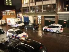 Politie treft gewonde man aan in woning aan de Dr. Lelykade, mogelijk door steekpartij