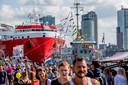 De Wereldhavendagen maken in een beeld duidelijk wat Rotterdam zo kenmerkt als stad: de haven en de hoogbouw.